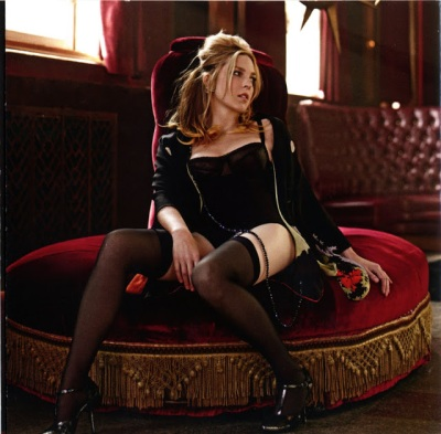 DIANA KRALL seated